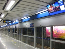 Doors automatically slide open when the MRT stops. It's also great for protecting passengers.