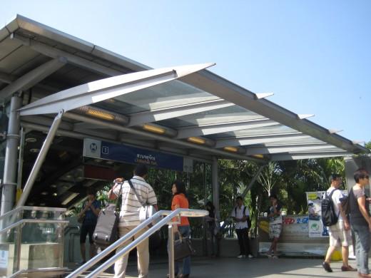 Mo Chit MRT train station