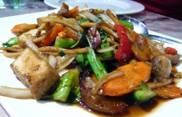 Stir-fried warm beef salad