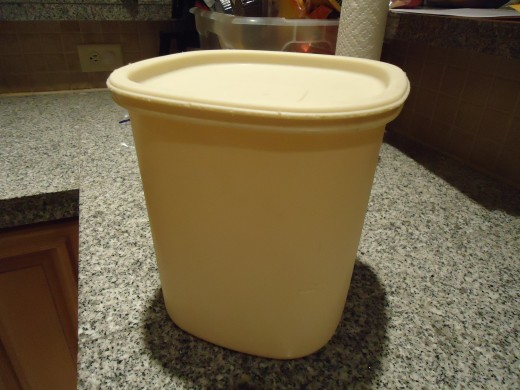 Rubbermaid Servin' Saver 21 Cup Container