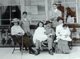 Marks and his family on a visit to England c1903. From left to right are Girlie 1889, Joe 1892, Dolly 1897, Sammy, Louis 1885, Bertha and Phil 1900. Ted 1894 is absent. Image Wikipedia