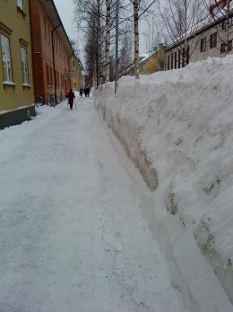 This is a photo from my visit to Umea, a city in  northen Sweden! Here they know what winter is all about! The driving way is on the other side of the mountain of snow!