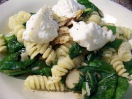 Penne with spinach, blue cheese and almonds