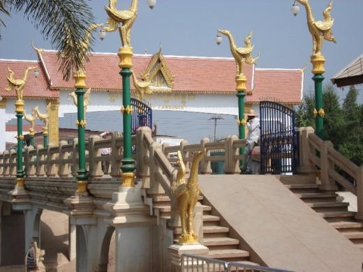 New bridge over the river to Cambodia