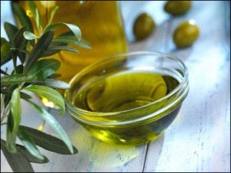 Help your hair with olive oil!