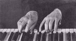 Rachmaninoffs hands (1925)