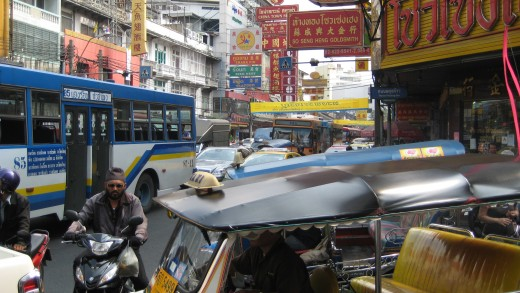 Yaowarat Road - Traffic on the weekend