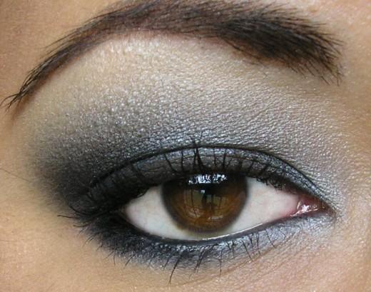 How to do tour makeup - The smokey eye