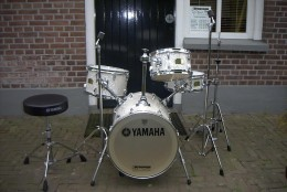 The Yamaha Hipgig Rick Marotta delivers high sound quality for its reasonable price.
