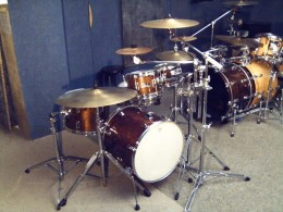 Yamaha Manu Katche Hipgig drums have a professional look and sound that is rare to find in a drum set of that size.