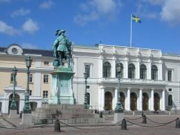 Statue of King Gustav II Adolf and Gothenburg's Stock Exchange