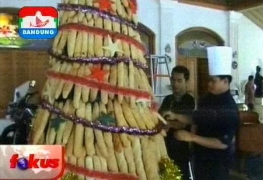 Bread Christmas tree Courtesy : Indosiar