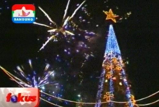Love Christmas Tree, North Sulawesi, 2010 courtesy : Indosiar