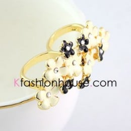 K-fash Bouquet Ring; $8.10