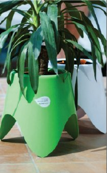 tripot self watering planter