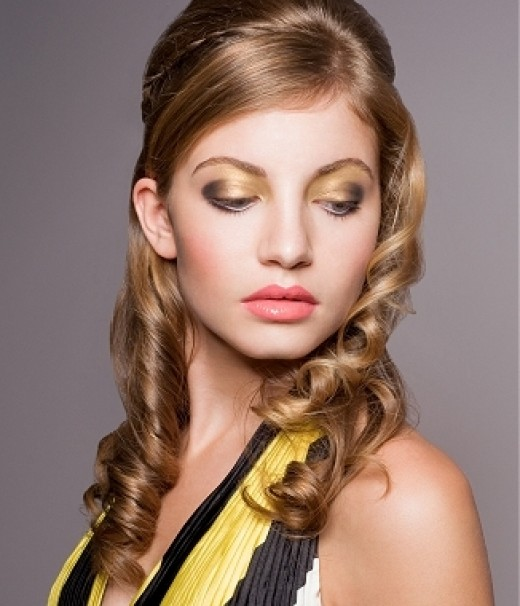 Swideswept Bangs and Loose Waves hairstyle