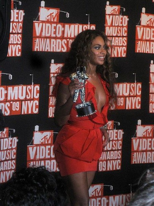 Beyonc in 2009 MTV Awards - photo from wikimedia commons