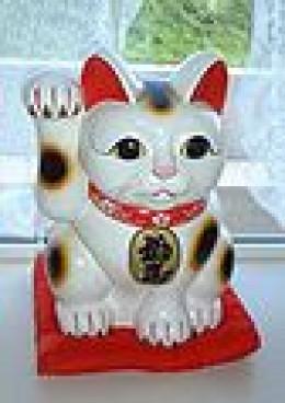 Maneki Neko-Japanese Waving or Beckoning Cat  (Photo Credit: Wikimedia Commons)