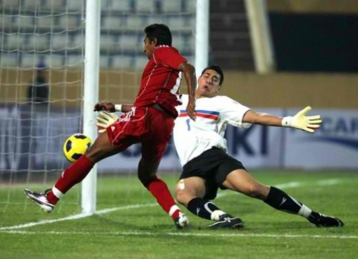 The Philippine's goal keeper Neil Etheridge defending his ground against an opponent.