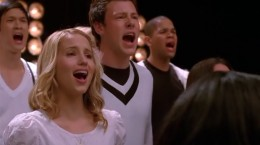 "The glee kids singing ""Keep Holding On"" at the conclusion of the episode for Quinn"