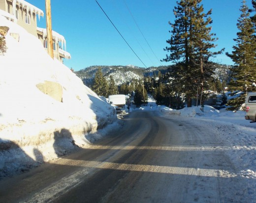 Winter road conditions on Tramway (7300 ft). Take chains even if you have AWD cars