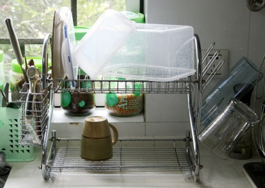 This is my two-tiered dish drainer.
