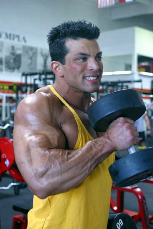 The dumbbell hammer curl to build big biceps