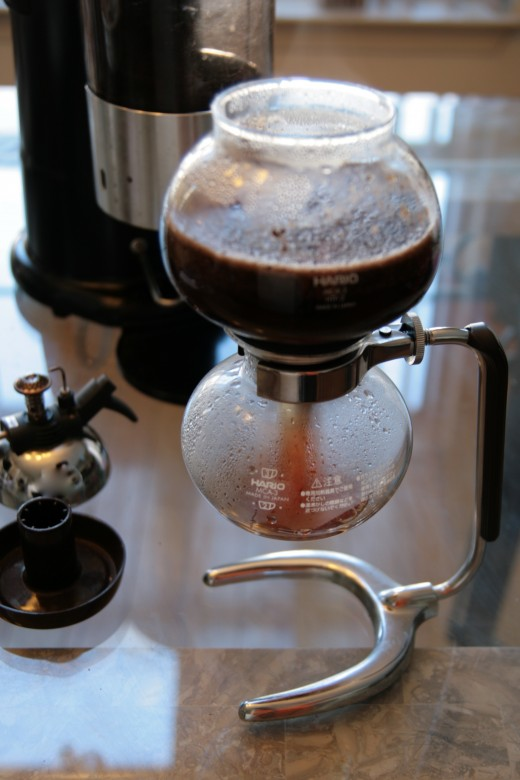 "When the heat is removed, the process reverses as the gases begin to contract and convert back to water and the coffee can move freely downwards. A small vacuum is also created which ""pulls"" the coffee into the lower vessel."