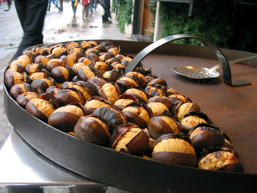 Chestnuts being sold on street in Italy Image:  Eyalos|Shutterstock.com