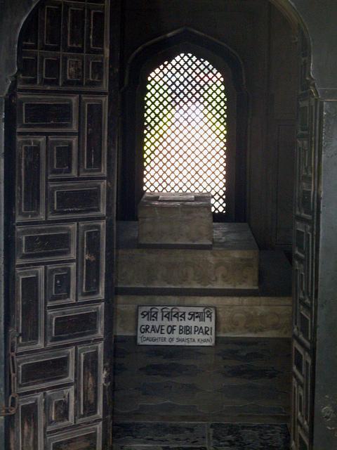 Grave of Pari Bibi
