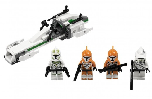 LEGO Star Wars 7913 Clone Trooper Battle Pack - Set contents - The Clones, looking mean and cute at the same time :)