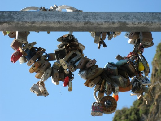A big collection of padlocks along the Via Dell'amore.