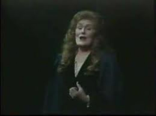 Joan Sutherland turning the audience to jelly in Rigoletto
