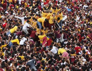 The 2011 Black Nazarene procession route starts from Rizal Park and ends in the night at Quiapo Church.
