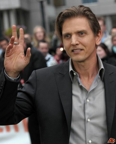 Barry Pepper as Mike Scanlon
