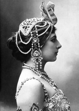 I borrowed the snake ornament from Cleopatra