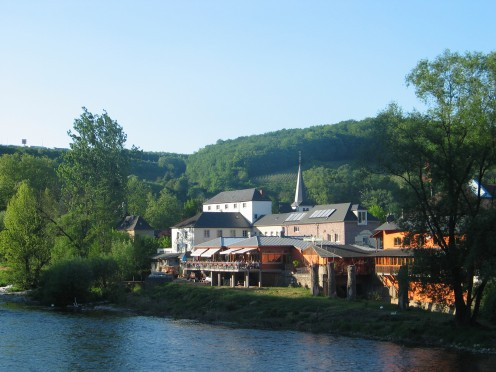 Langsur, in a picturesque setting: three quarters surrounded by the Grand Duchy of Luxembourg and the meandering Sauer River