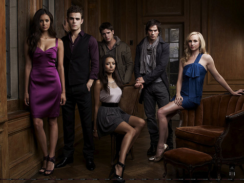 From left to right: Elena, Stefan, Jeremy, Bonnie, Damon and Caroline.