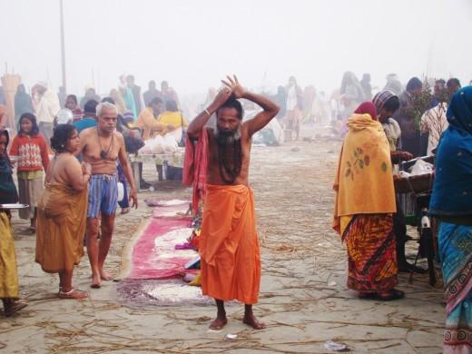 A sadhu managing his long hairs