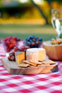 Additional gourmet snacks add more suprises to your outing. Be prepared for eternal adoration if you present your partner's favourite food.