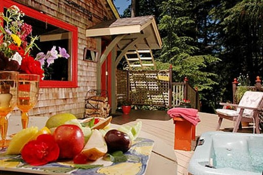 A comfortable B & B at Sooke, Honeysuckle Cottage with private patio and hot tub is a retreat for a honeymoon, annniversary or event with someone special.  Cook at home in the fitted kitchen or dine in Victoria or at nearby Sooke Harbour House.