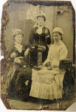 Tintype of the Sanders-Dyer family.