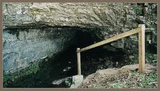 Entrance to the supposed Bell Witch's cave