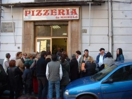 You want the world's best pizza? Be ready to wait about an hour. In the rain if necessary.