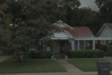 Oswald rented a small room in this house, staying in Dallas during the work week. He commuted back to Irving on weekends.