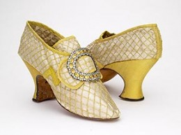 Baroque shoe with Louis heel