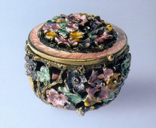 Idea#1: Storing in a round jewelry box