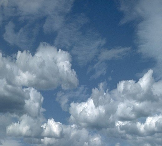 Words alive on  floating clouds, for poets fair to use, expound.
