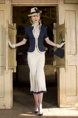 Nicole Kidman in navy and white Ferragamo shoes. Oficially she's down as 5'11 but rumour has it she's closer to 6'.