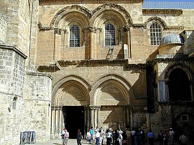 The entrance to the church is through this courtyard. The sun heats it up.